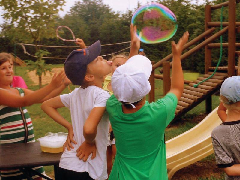 Dzieci w trakcie zabawy - Kortowo Tenis